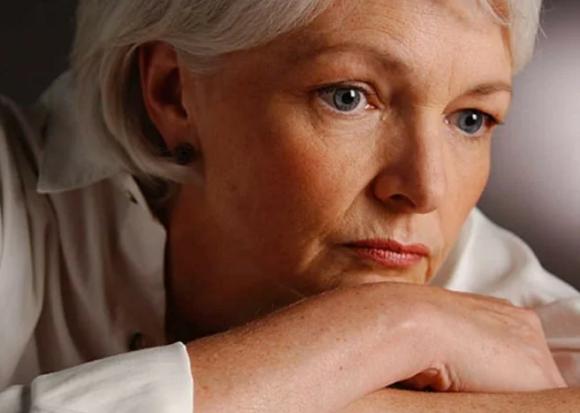 Боязнь старения и неприязнь к себе вызывают проблемы во время менопаузы