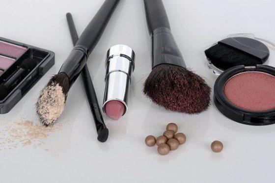 Действующие способы сэкономить на покупке косметики