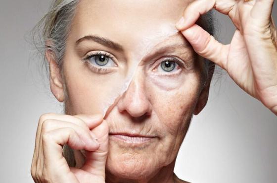 Ученые выяснили, в каком возрасте женщины начинают чувствовать «старость»