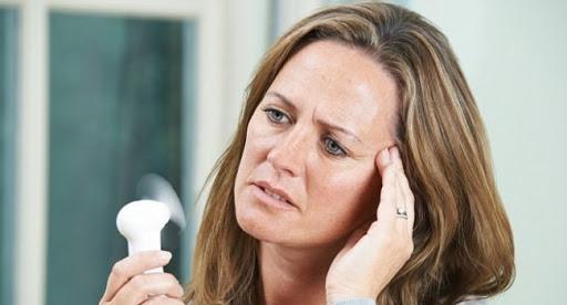 Преждевременная менопауза оказалась опасна для сердца женщин