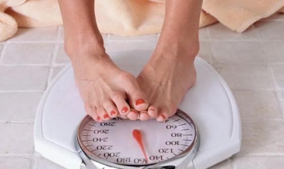 Медики объяснили, как нарушения гормонального фона влияют на вес человека