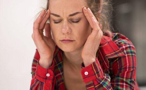 Дисбаланс гормонов может стать причиной хронических мигреней