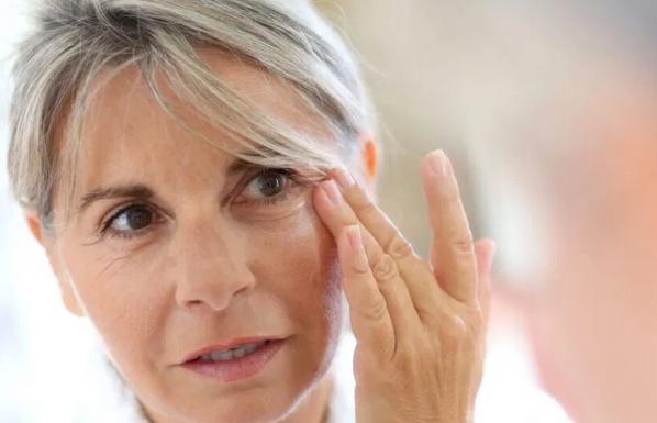 Ученые выяснили, почему женщины стареют быстрее мужчин