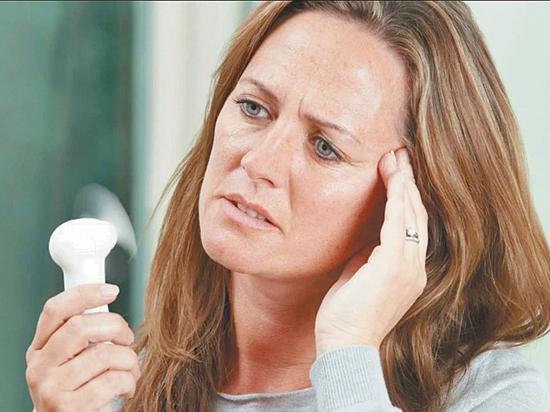 Приливы при климаксе: лечение народными средствами