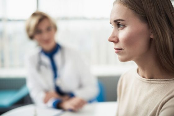 Врачи объяснили, что может ускорить наступление менопаузы