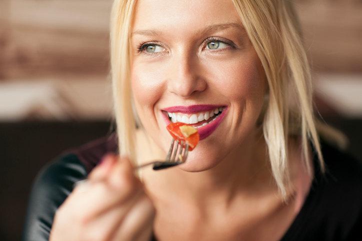 Какие продукты помогают пережить месячные